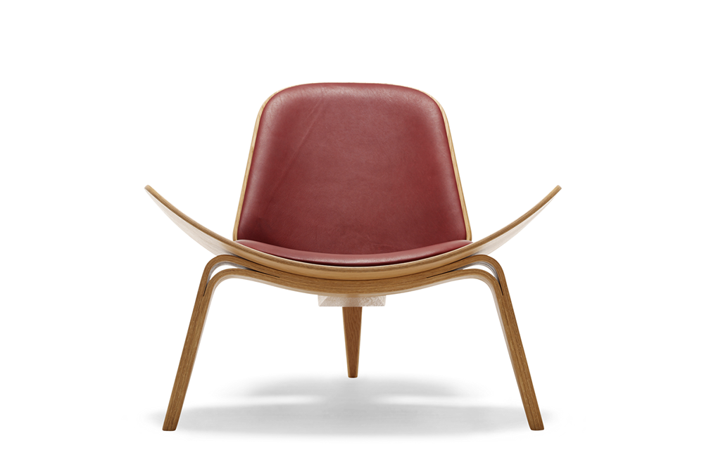 CH07 | SHELL CHAIR   Hans J. Wegner  The floating lightness is achieved through the winglike lines and the arching curves of the tapered, laminated legs. The three-legged construction provides great stability and the upholstered, slightly bent shells offer generous comfort.