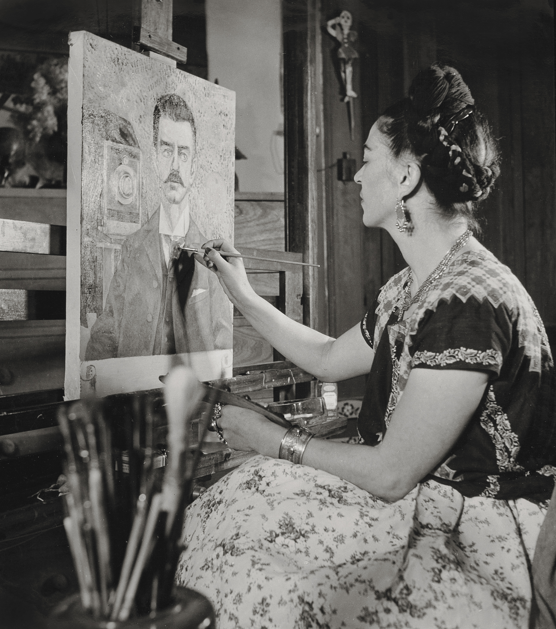 Frida painting the portrait of her father  by Gisèle Freund,1951 ©Frida Kahlo Museum