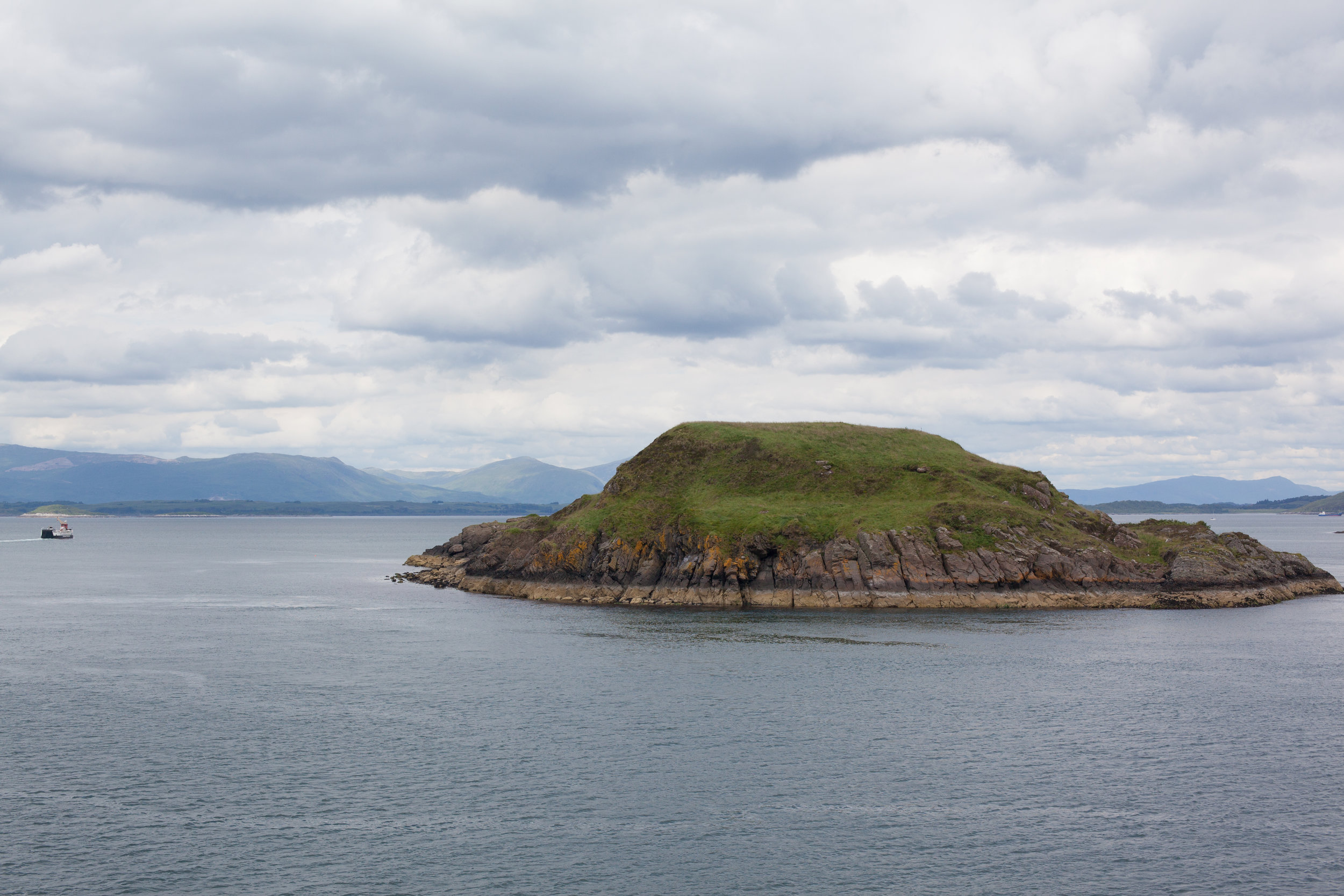An small island off of the coastline of Great Britain.