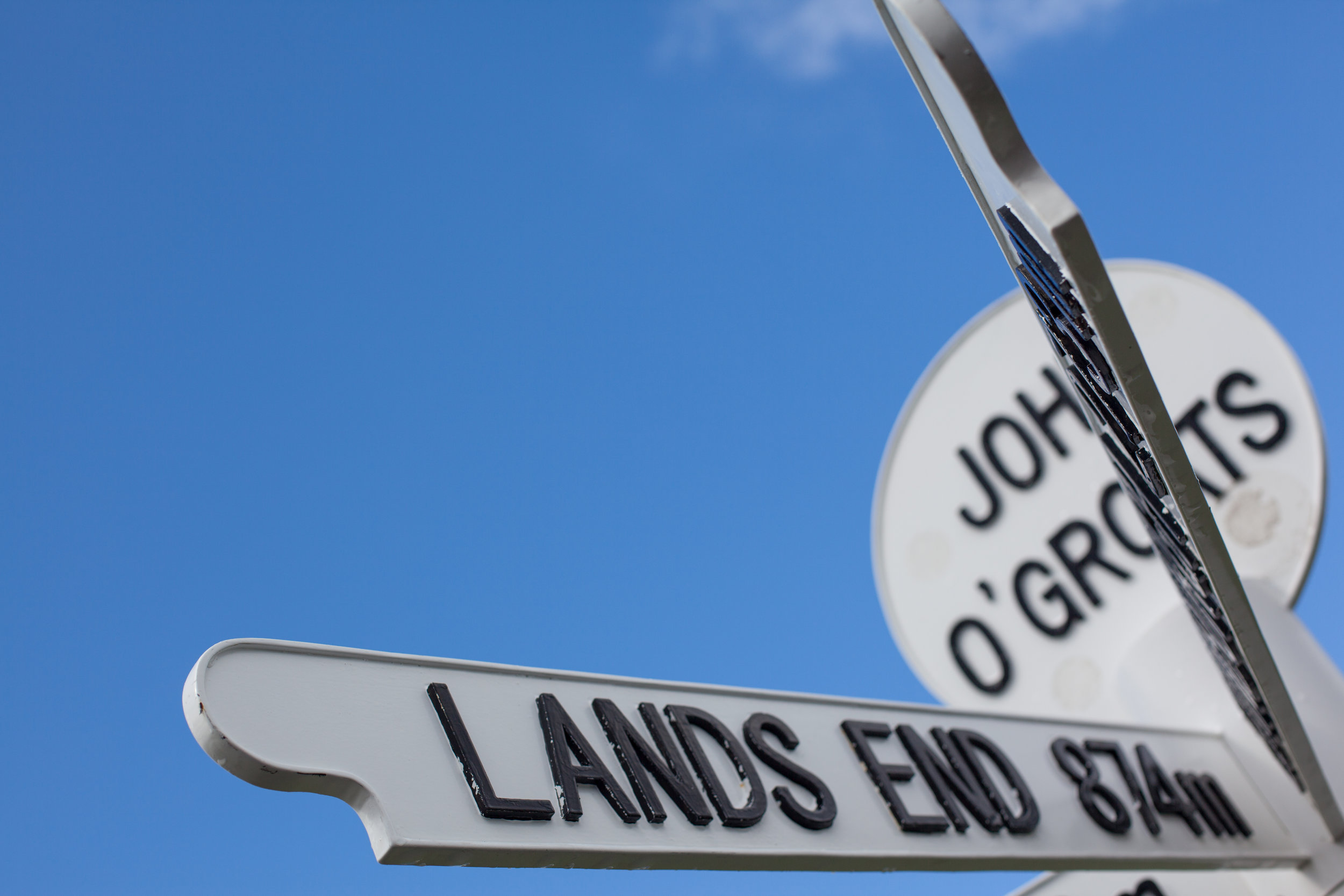 The sign at John O'Groats showing the distance to Lands End.