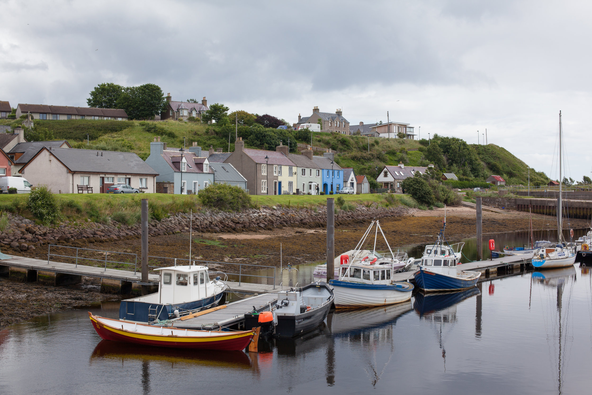 Boats in a river along the coast of Great Britain.