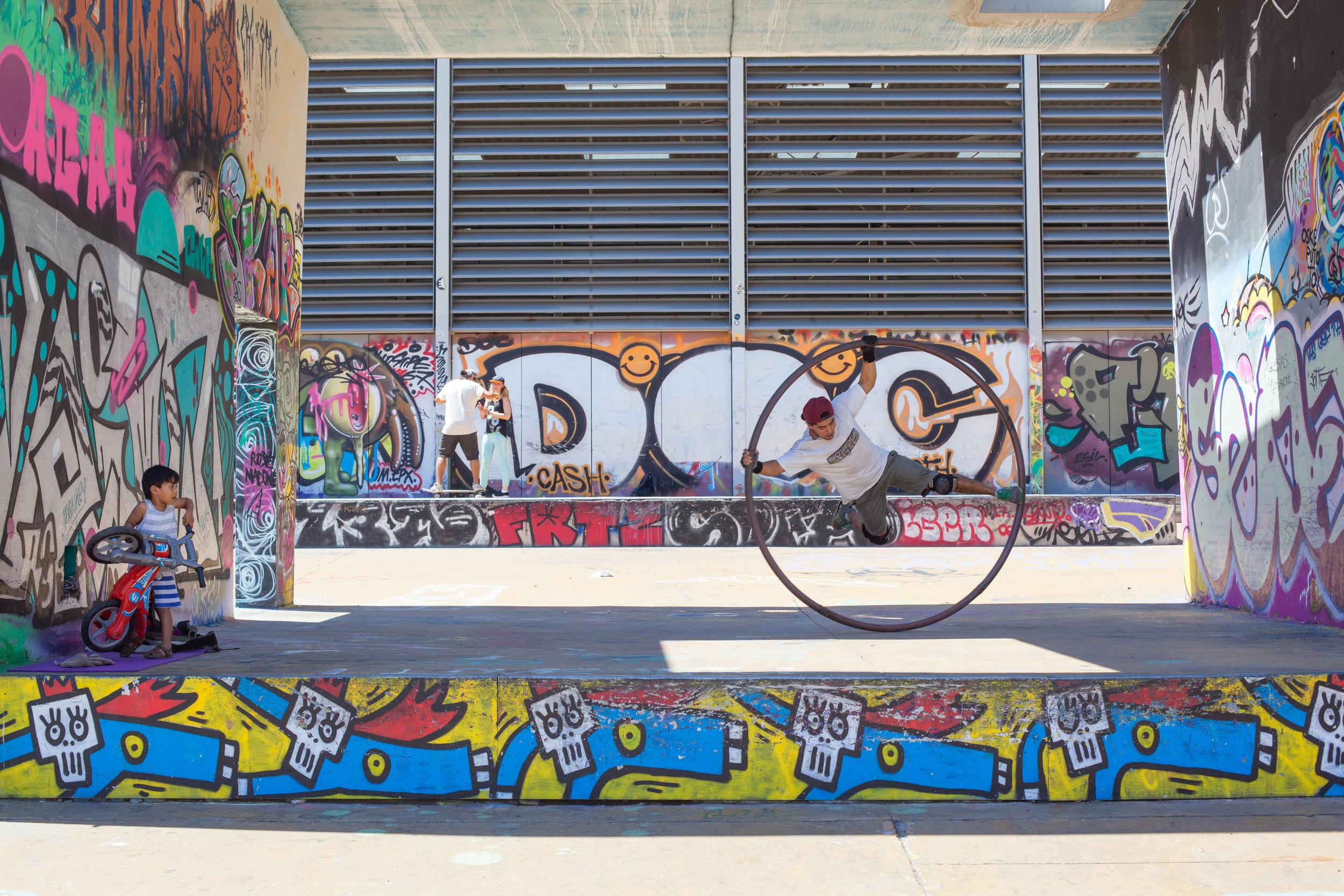 Street art & entertainment in Poble-Sec, Barcelona.
