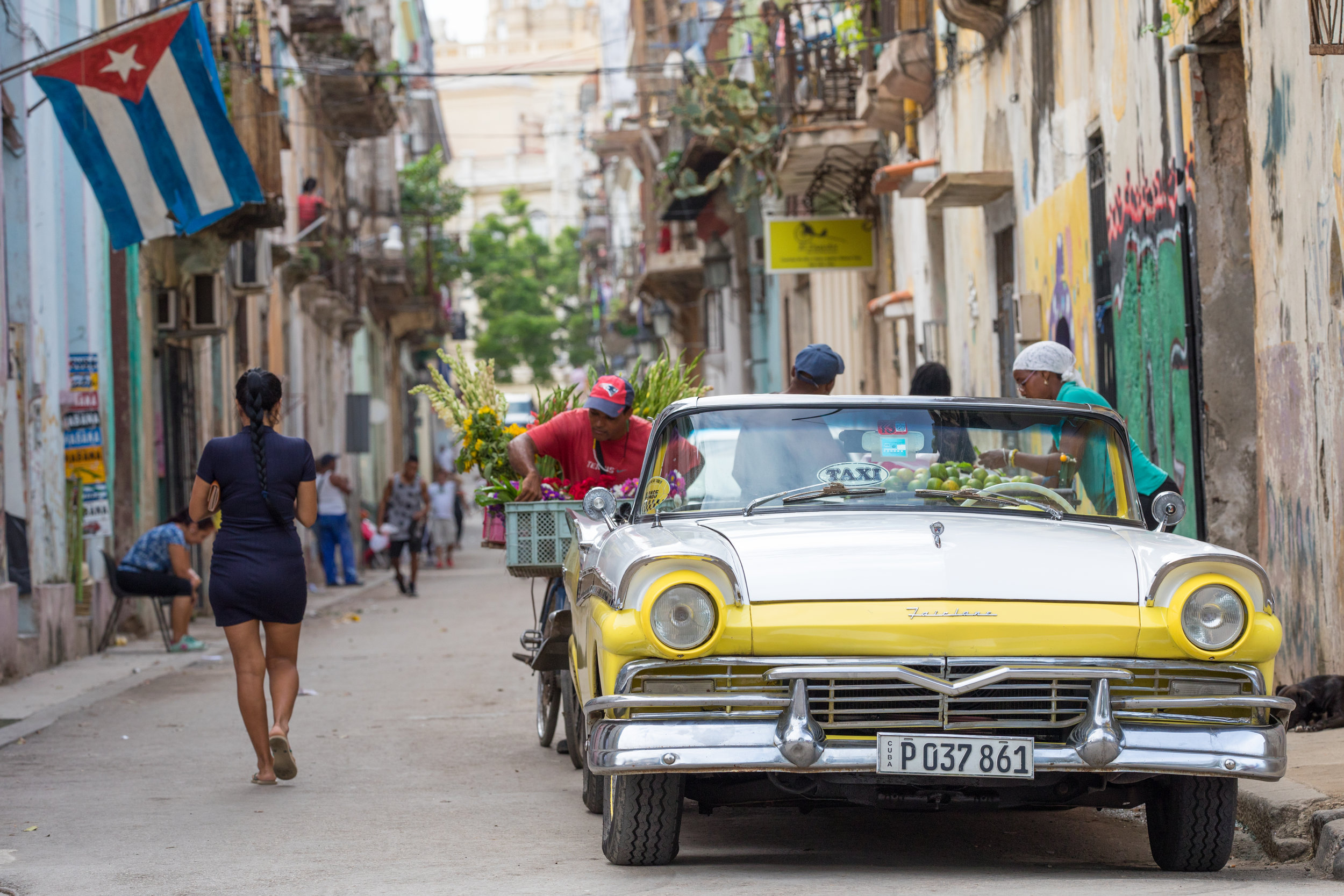 3.  Photo journal - Streets of Havana (Photo Essay for the Sixth Issue of Dezine Magazine).