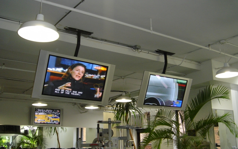 Television installation for Gold's Gym 9.jpg