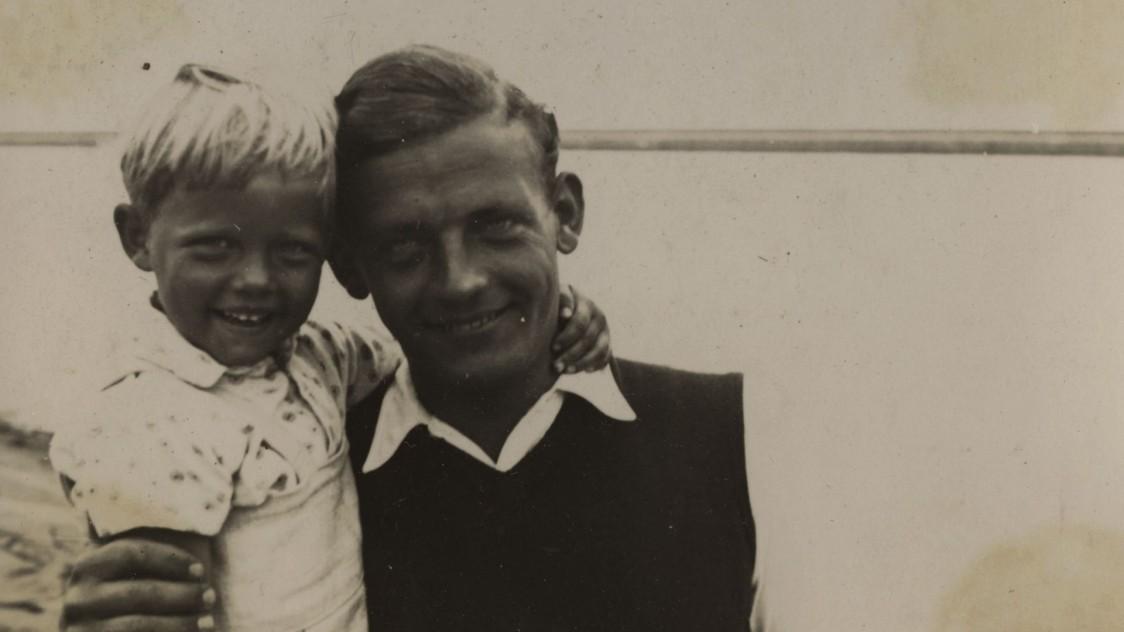 Adi-y-su-padre-arquitecto-de-la-Bauhaus-Berlin-1934-1124x632.jpg