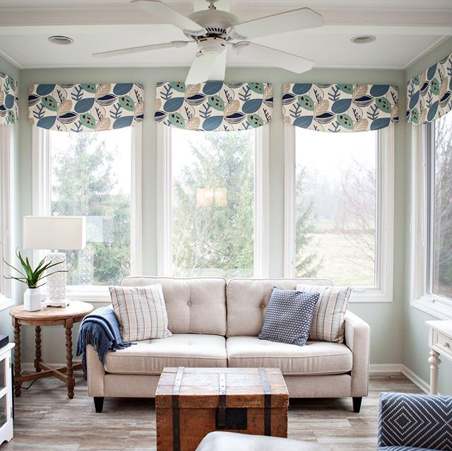 I'm sitting with the fireplace on in the middle of May & it just feels wrong. Make up your mind, Michigan.  I'd rather be sitting in this room 👆🏻soaking up some sun!  Swipe to see the before. #sunroom #design #sunroomdesign #westmichigan #michigan #grandrapids #schindlerremodel #valance #allwindows #trunk #familyheirloom #throwpillows #interiors #interiordesign #interiordesignersofinsta #interiordesignersofmichigan #michigandesign