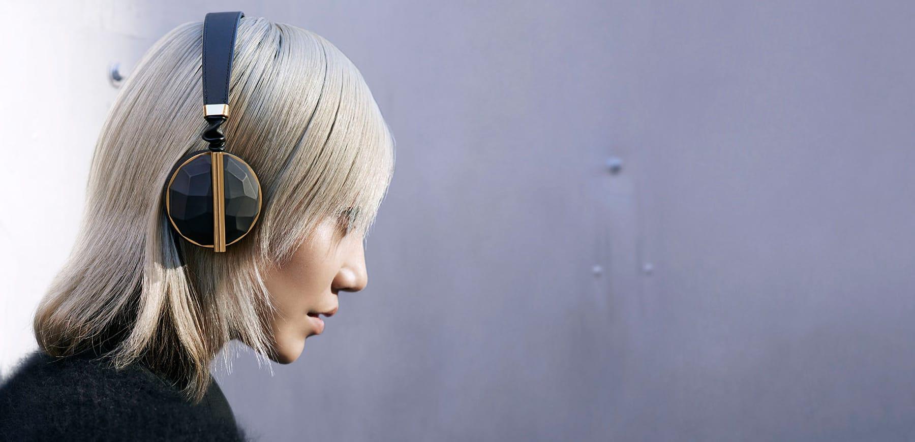Caeden Linea wireless headphones