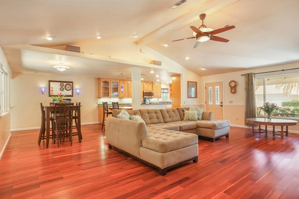 heatherdale livingroom1.jpg