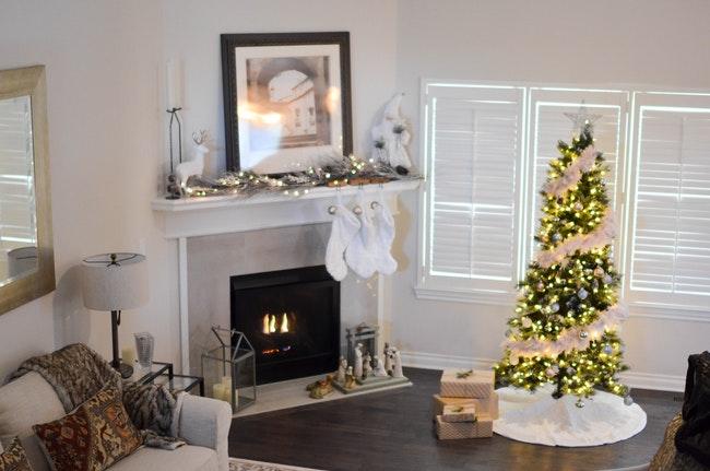 decorate the mantel.jpeg