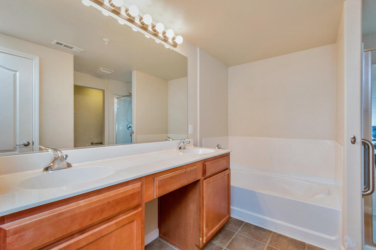 1387 Milano Dr 5 West-MLS_Size-013-8-Master Bathroom-1200x800-72dpi.jpg