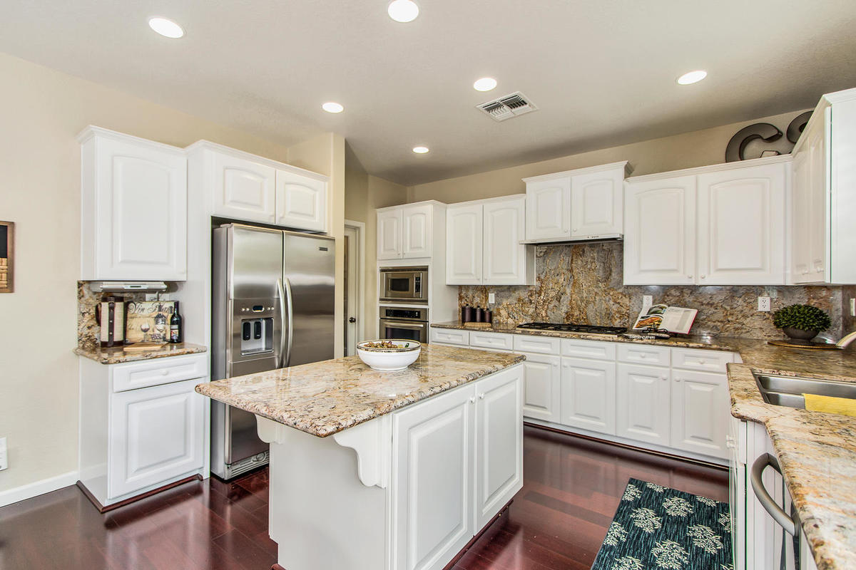 2198 Goodstone Way Roseville-MLS_Size-012-5-Kitchen-1200x800-72dpi.jpg