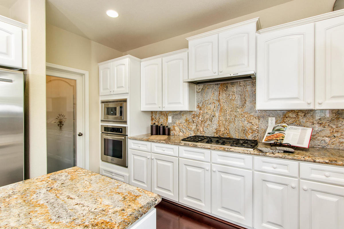 2198 Goodstone Way Roseville-MLS_Size-013-16-Kitchen-1200x800-72dpi.jpg