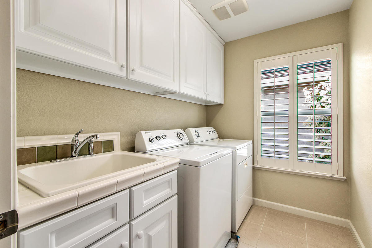 2198 Goodstone Way Roseville-MLS_Size-028-22-Laundry Room-1200x800-72dpi.jpg