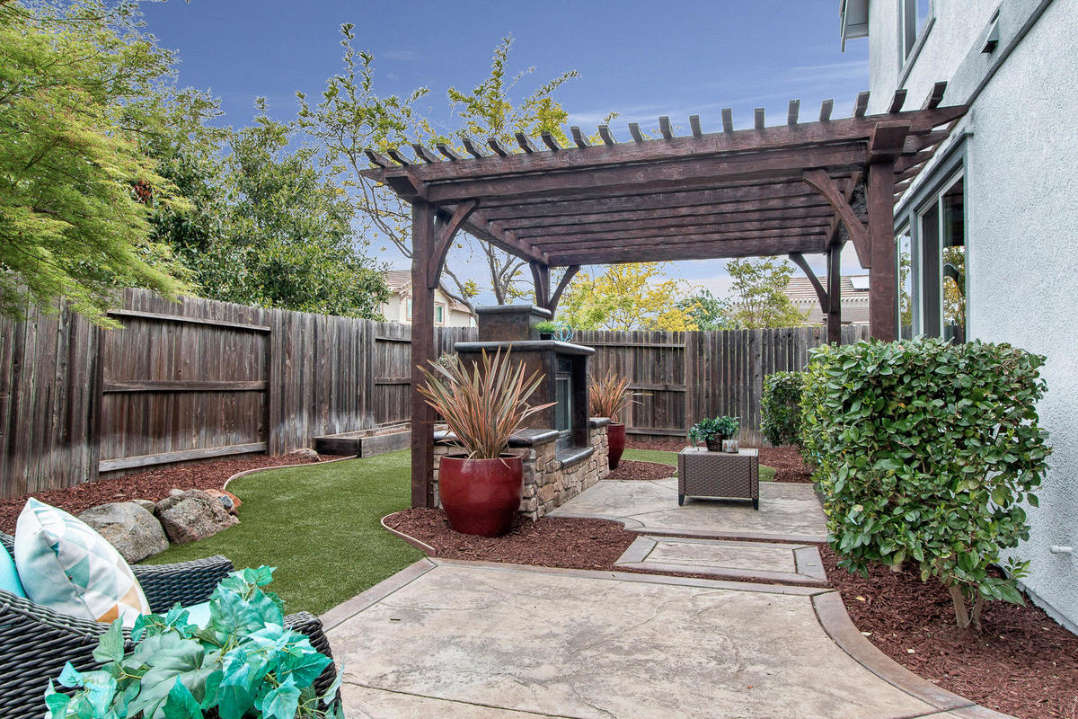 2198 Goodstone Way Roseville-MLS_Size-029-20-Rear Patio-1200x800-72dpi.jpg