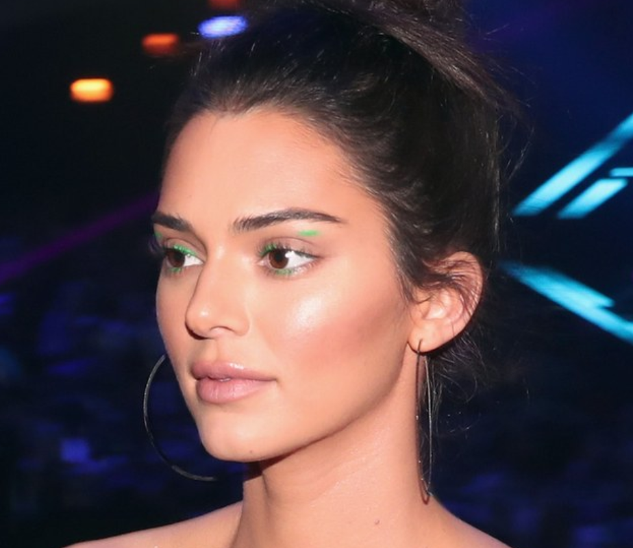 Allure mentions Kendall Jenner's green eye makeup look for the People's Choice Awards. Click for article.