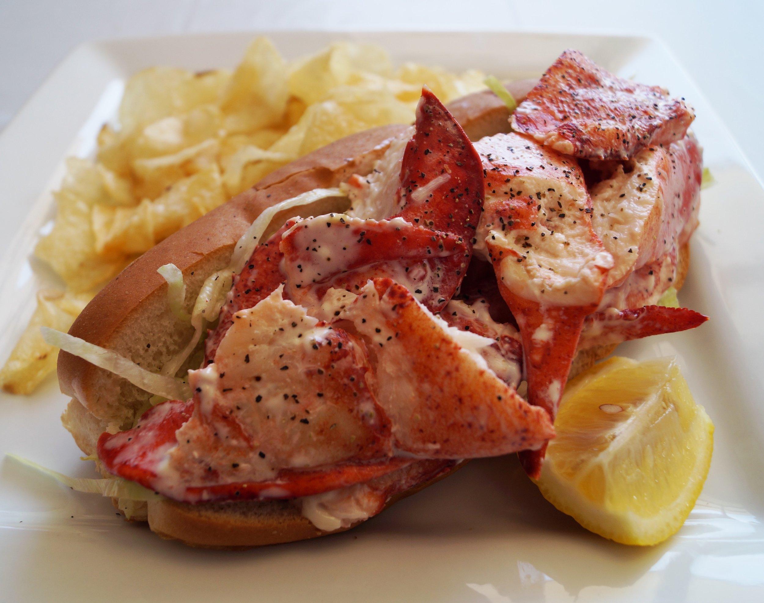 royal-roast-beef-lobster-roll.jpg