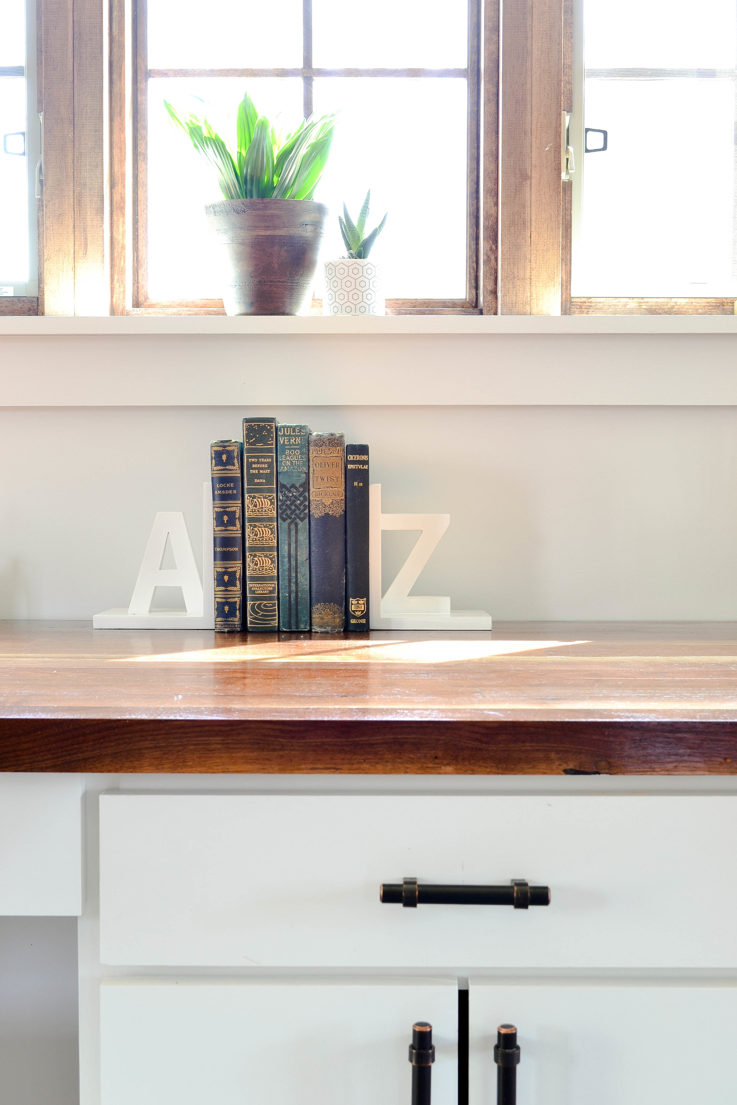Gray Oak Studio Pilgrim Project Office - hardware