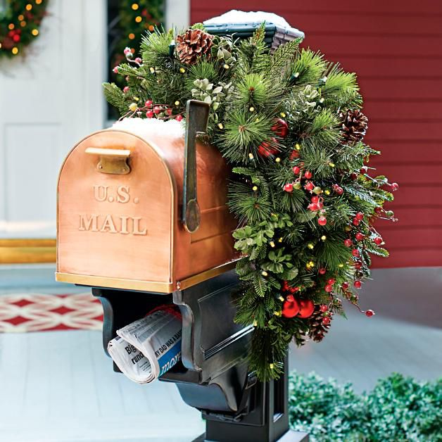 Gray Oak Studio - Wednesday Five - Holiday Outdoor decorating