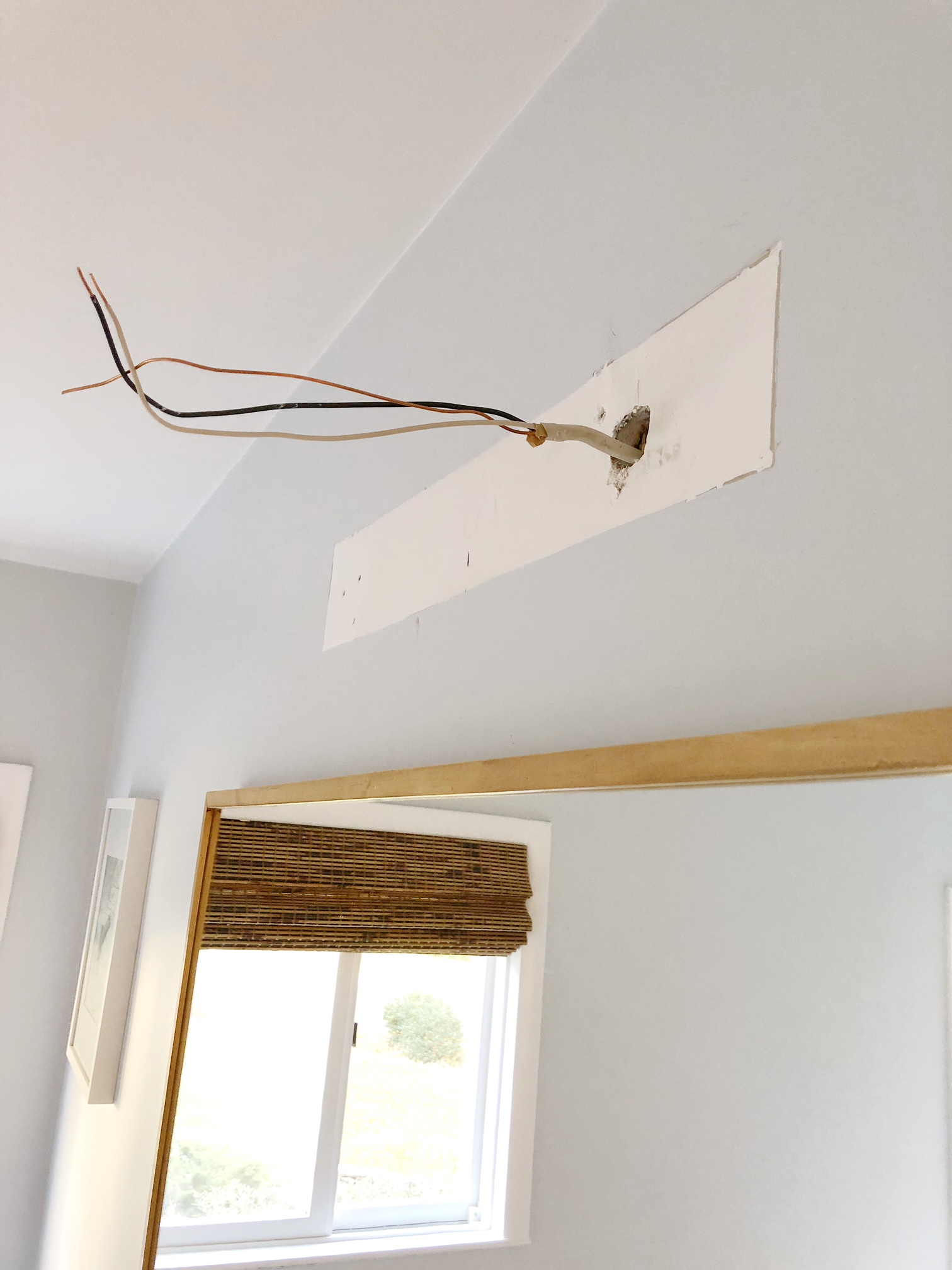 Gray Oak Studio - 2 Days 200 Dollars Challenge - Bathroom Vanity Light Fixture Update