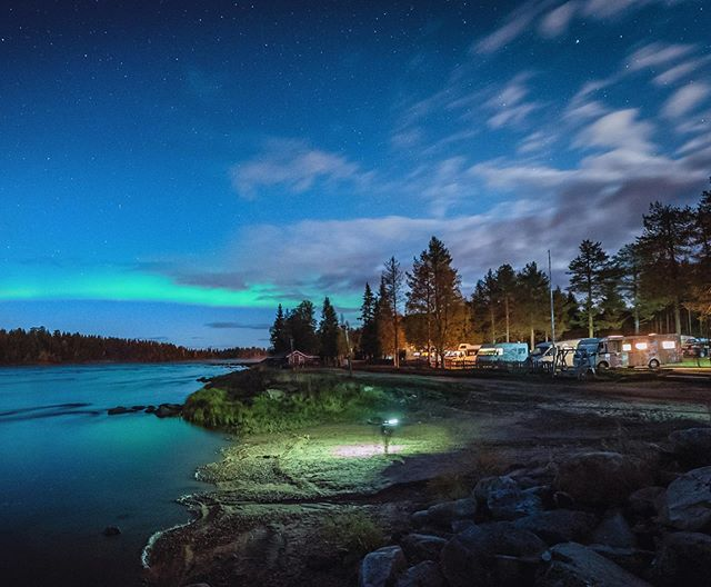 Northern lights camping in Harriniva. Muonioriver is one of my favourite autumn aurora spotting location.  #harriniva #harriniva_official #visitfinland #visitlapland #bestinwilderness #muonio