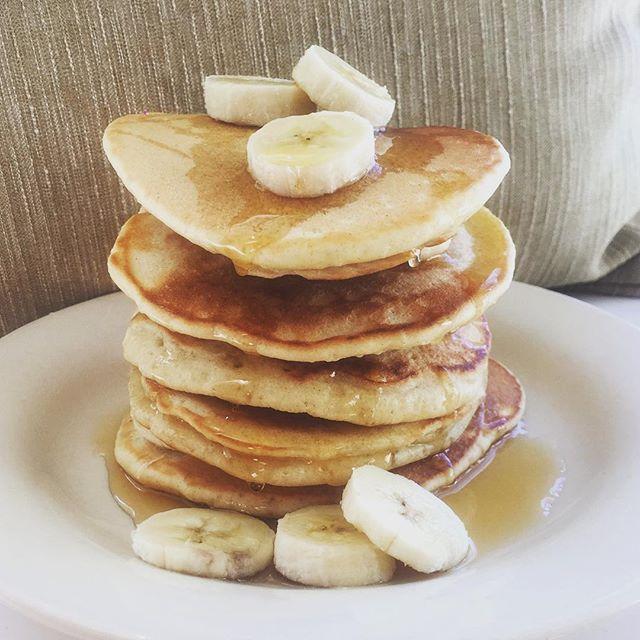Banana and orange blossom honey pancakes! 🍯  #pancakes #brunch #breakfastclub #honey #bananapancakes #dairyfree #crohnsdisease #ibd #instafood