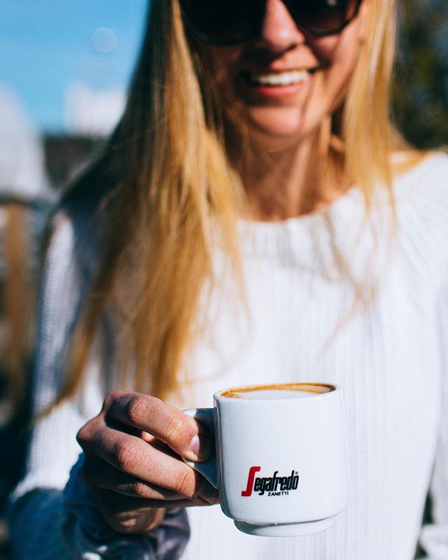 Viimeistä kokonaista viikkoa viedään! Aurinkokin näyttäisi paistattelevat meille loppu illan. Sunnuntaihin asti ehdit vielä iltateelle, päivälliselle tai muulle herkulle!🤩 Maanantaista 30.9. eteenpäin olemme auki viikoloppuisin 11-17.❤️ #otsolahti #cafeotsolahti #iltatee #visitespoo