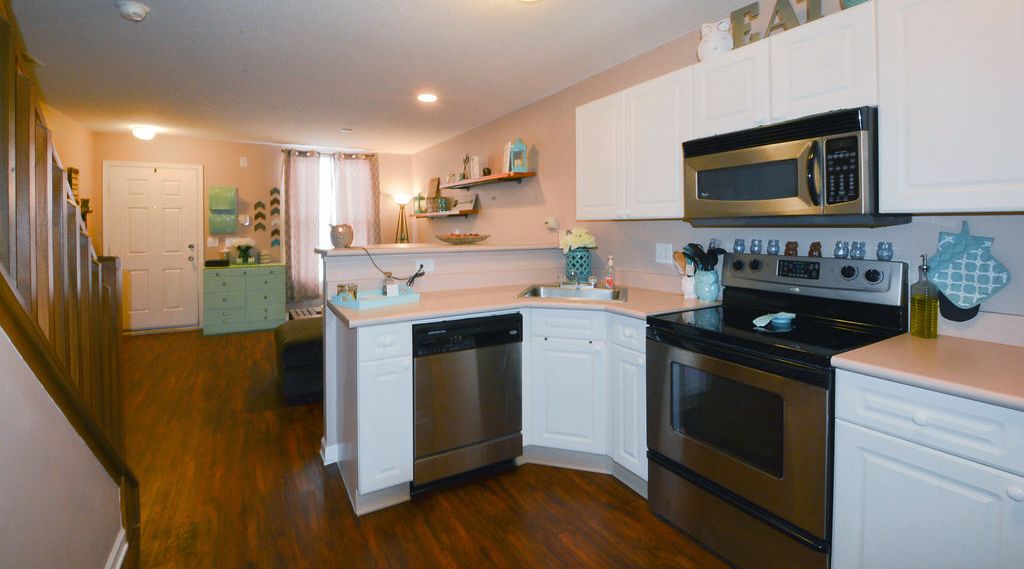 Thunder Gulch kitchen to lr.jpg