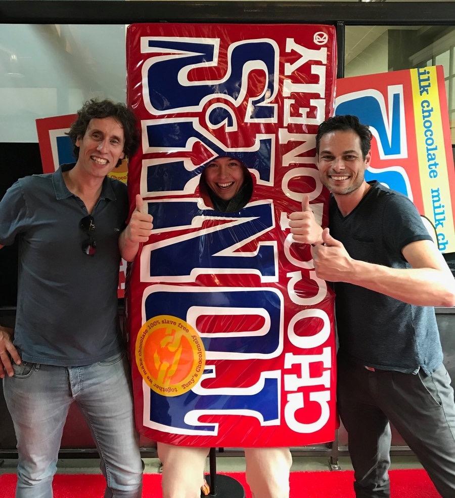 Markus Konings (links) met zijn zakenpartner Rogier Sterk van Sandenburg Concept Creation en hun klant Tony's