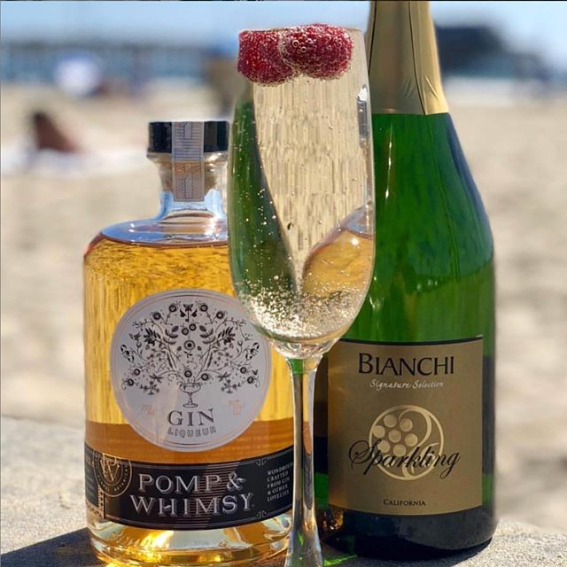 Friday calls for bubbles! Elevate your weekend with @bianchiwinery and end the new year right!