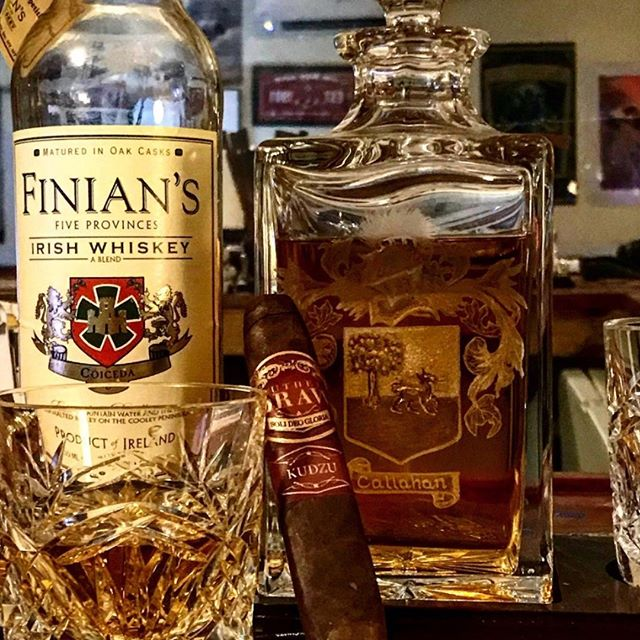 Take it easy, the weekend is almost here. Break in the new year this #whiskeywednesday with Finian's Irish Whiskey! PC: @stogiepress