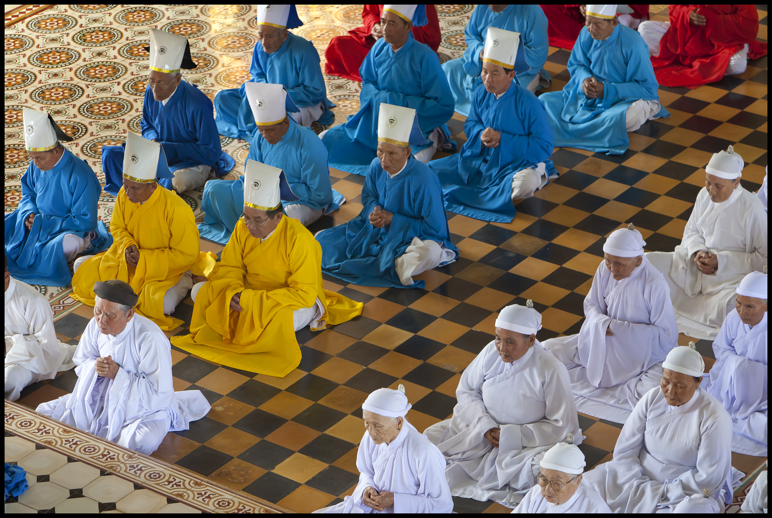 Cao Dai Holy See Worshippers-1_2010.jpg