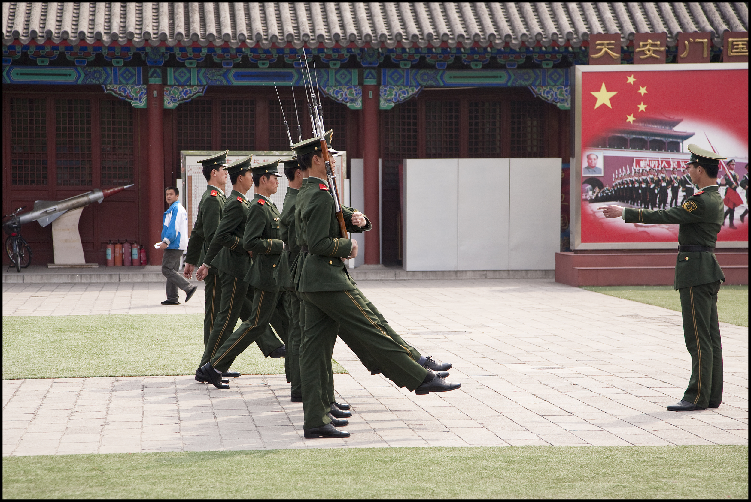 Forbidden City Soldiers 1 18 inch.jpg