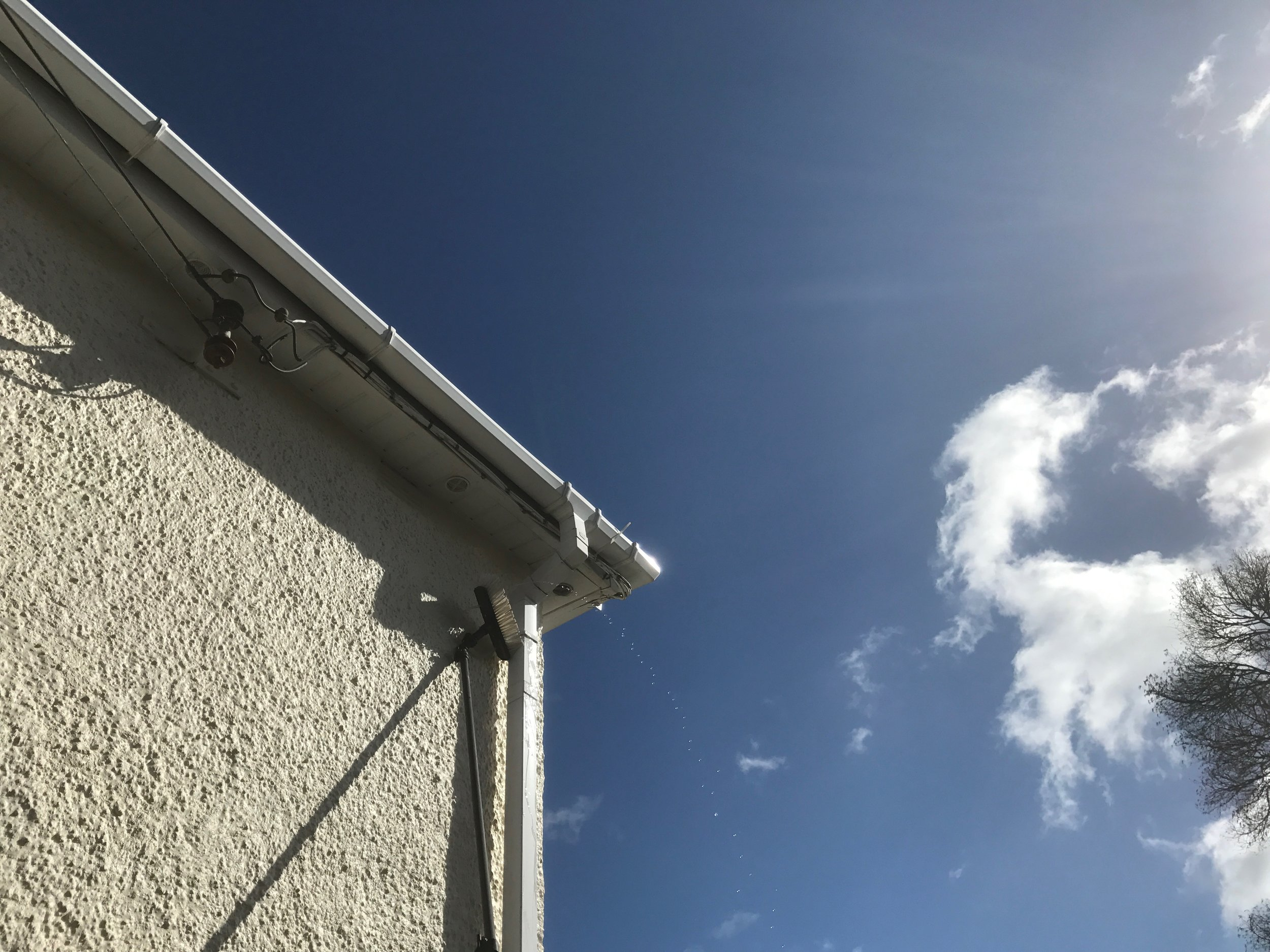 Cleaning outside of guttering