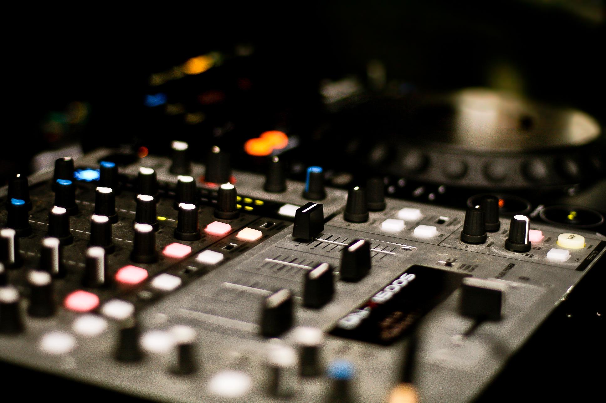 dj-mix-picjumbo-com.jpg