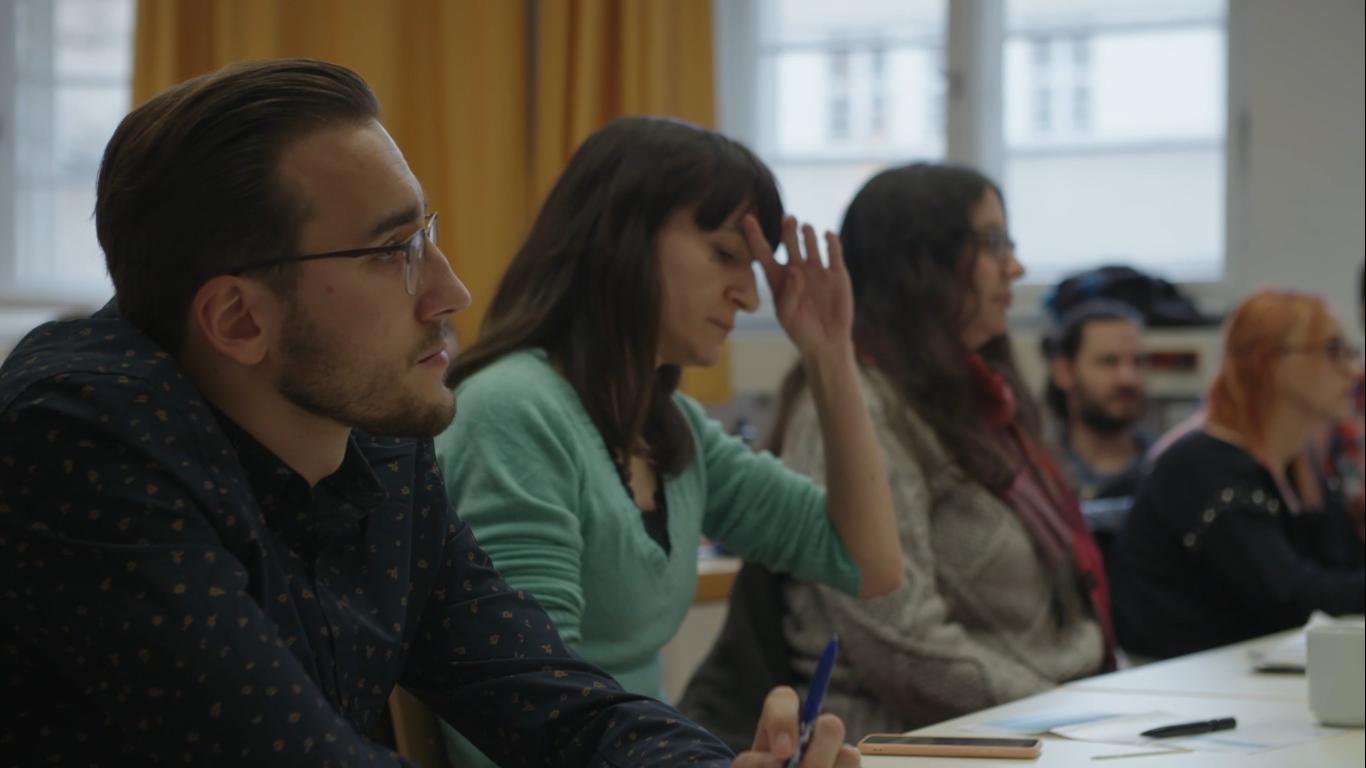 Was ist ApaLe? - April 2019Hinter dem Wort verbirgt sich: Ein wichtiger Lehrgang an der Katholischen Hochschule für Sozialwesen. PS begleitet Adam aus Polen und Agustina aus Argentinien auf ihrem Weg zu dem Zertifikat. Link zum Film hier und mehr Infos gibt es hier.