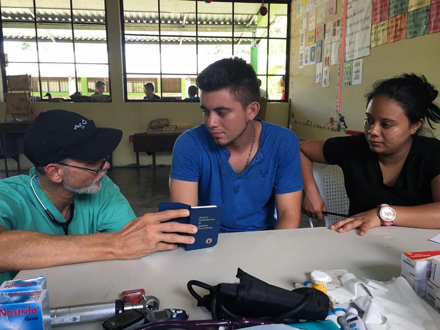 Honduras Medical 2017 sharing the Gospel