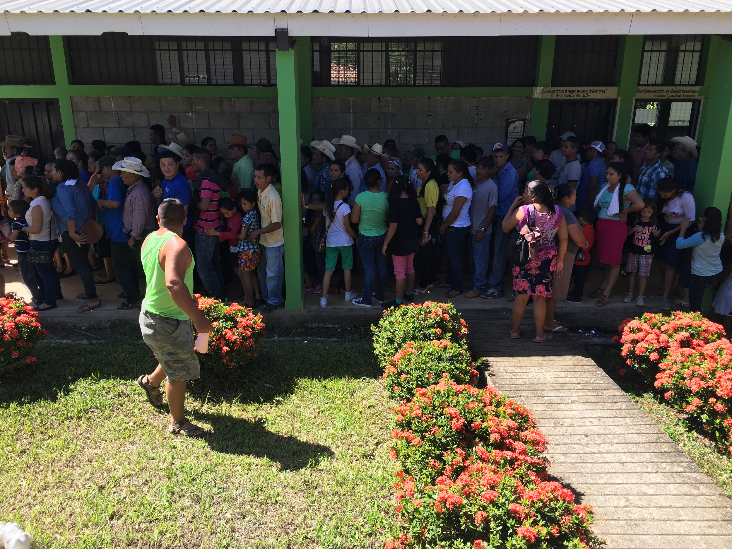 People line up for medical care Honduras 2017