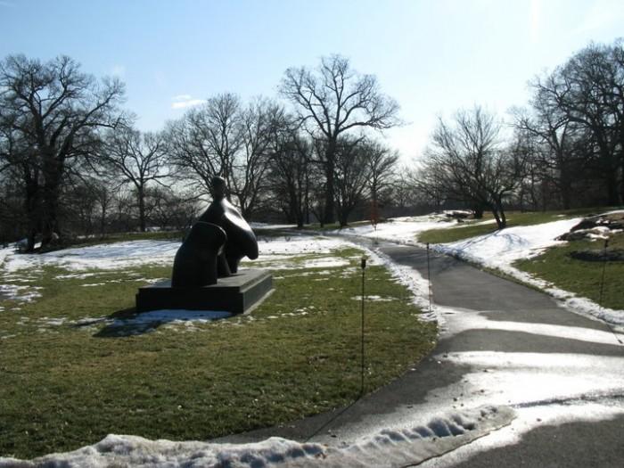 Henry Moore Statue.jpg