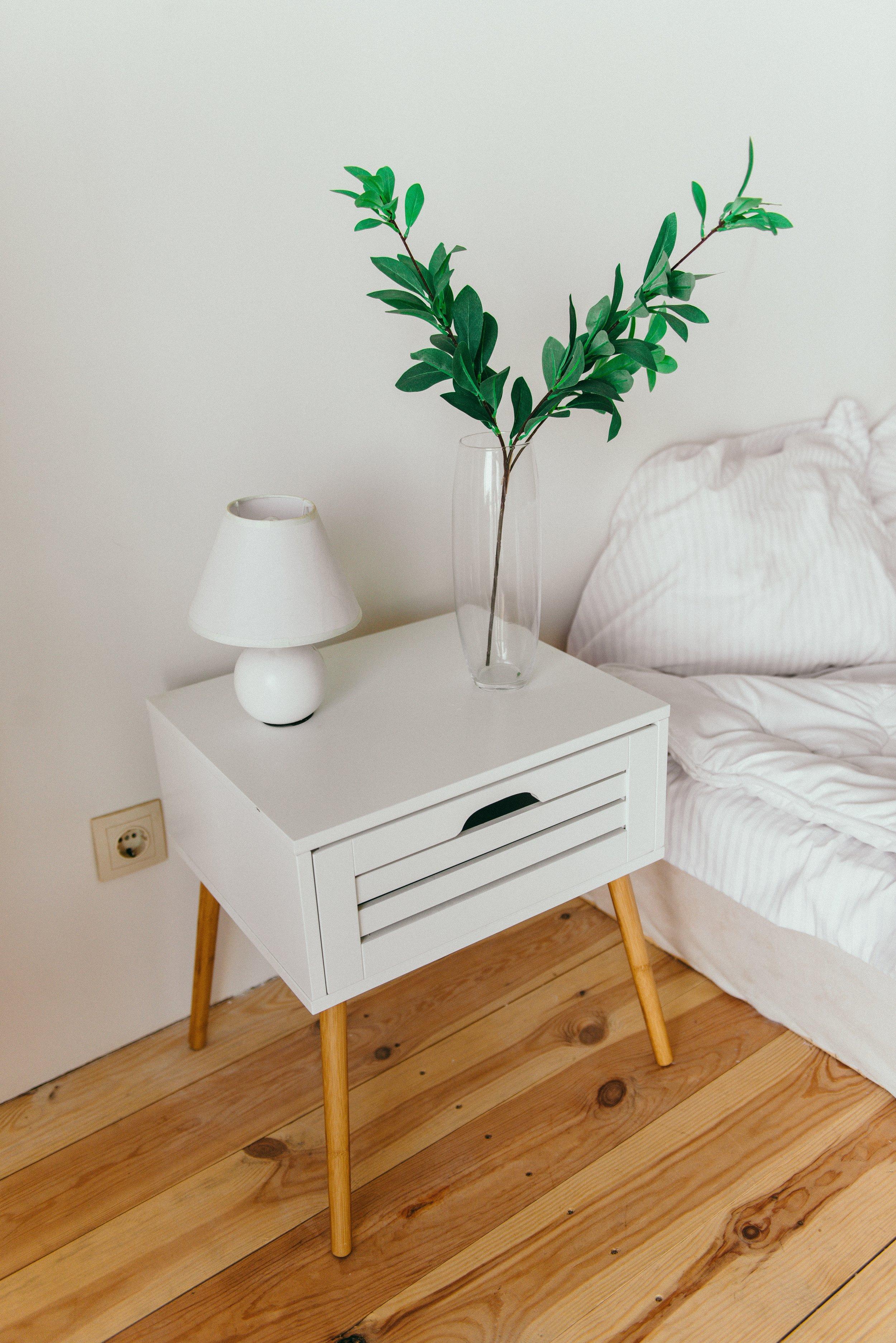 apartment-bed-bedroom-2082092.jpg