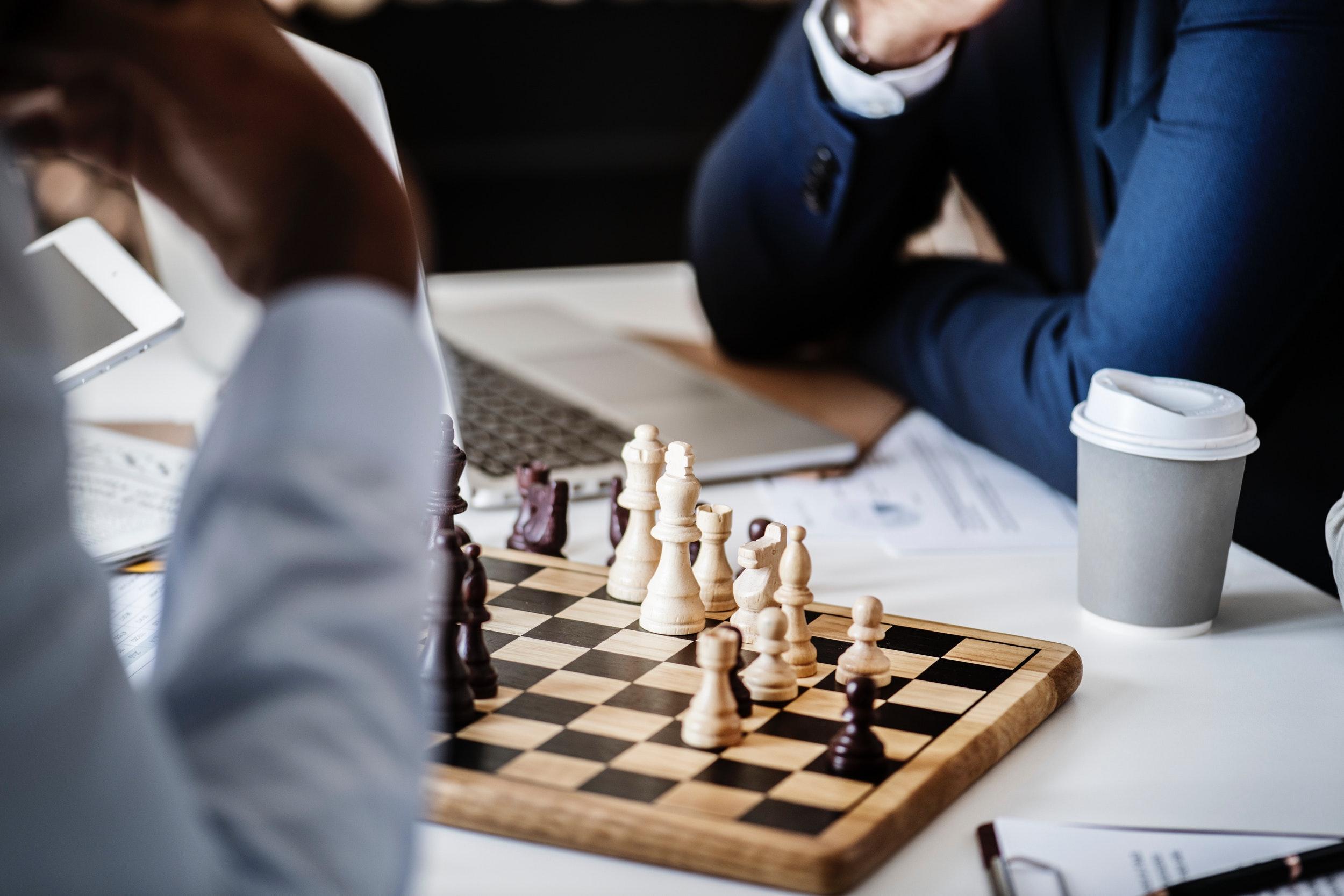 black-and-white-board-game-challenge-951229.jpg