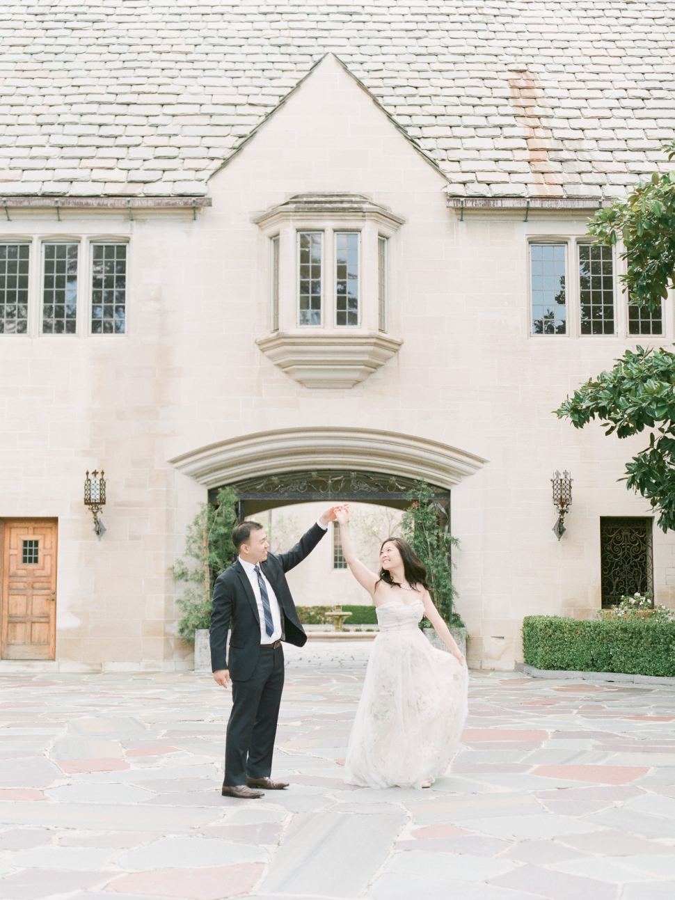 Greystone Mansion Wedding Photographer Beverly Hills California New Jersey Wedding Photographer With A Romantic Joyful And Airy Style