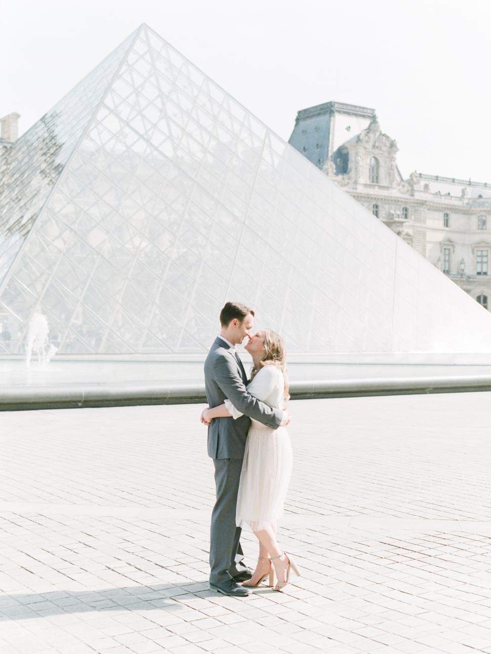 Paris-Photographer-Louvre-Museum-Engagement-Session_04.jpg