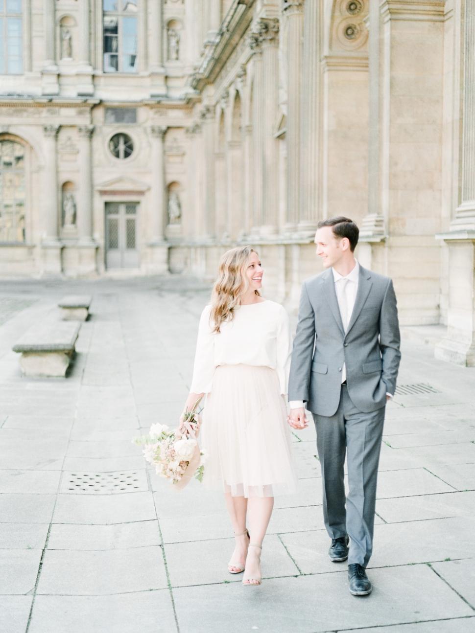 Paris-Photographer-Louvre-Museum-Engagement-Session_08.jpg