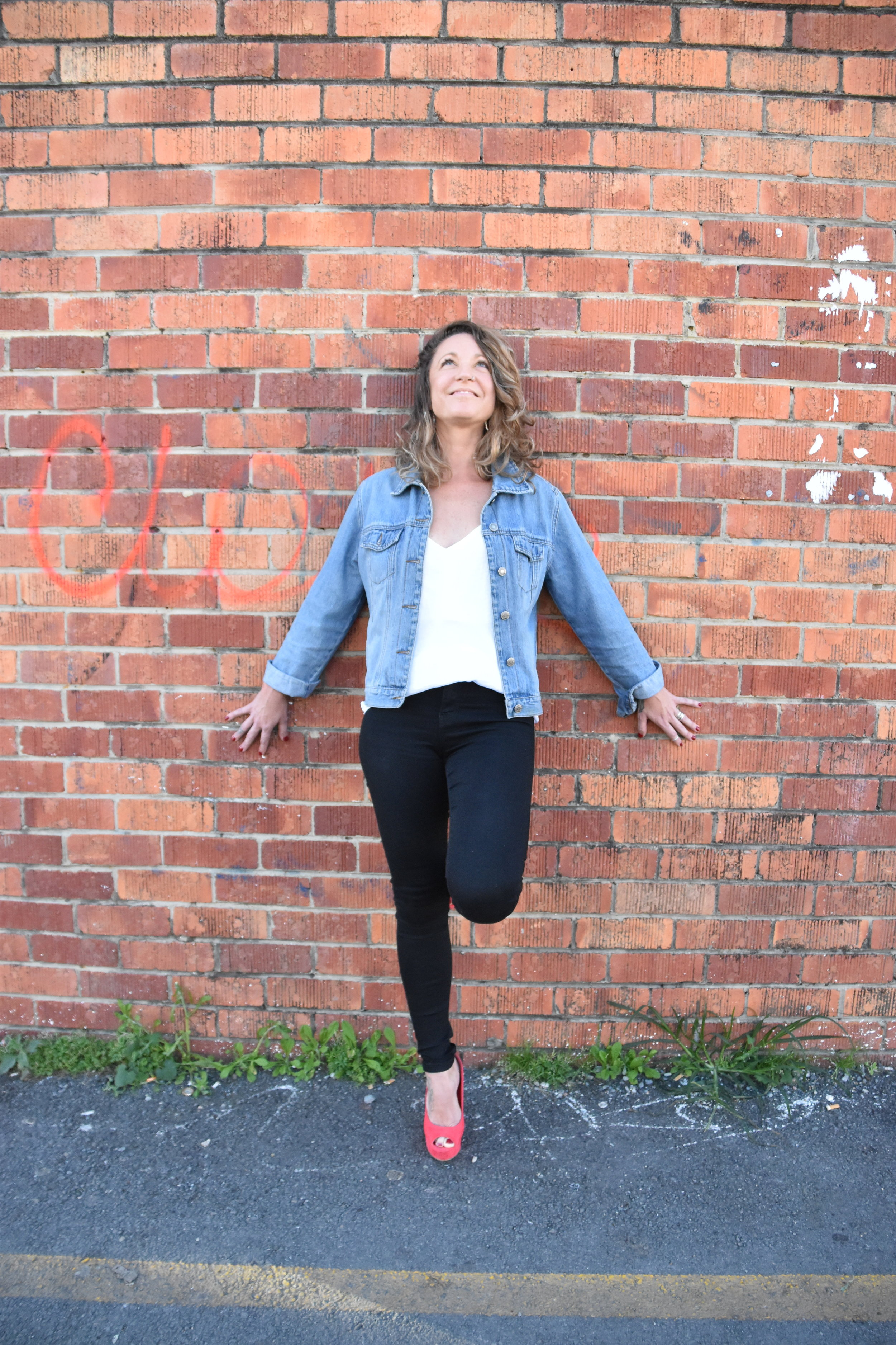 about your coach - Hey babe! I'm Katrina Hahling, Confidence + Purpose Coach.I've made it my Mission to help creative, fun-loving, passionate women have the confidence and self-worth to show up and do their big work in the world.I spent nearly two decades chasing the answers to two core questions:What do I want to be when I grow up? andWhat if I'm not good enough?I chased my tail until I stopped and face up to some pretty big fears and doubts.Now I help women just like you take the big leap into work that really lights them up, as opposed to the work you fell into or the career your parents wanted for you.I know it's scary but…Are you ready to find your purpose?