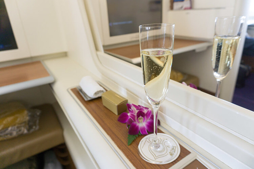 @thaiairways First Class in pictures and some insight about how to redeem @avianca Lifemiles to keep the @domperignonofficial flowing is live on the blog - link in bio! . . . . . #A380 #luxe #firstclass #avgeek #travelgram #thai #thaiairways #dom #domperignon #bougie #thepointsguy #staralliance #BKK #FRA