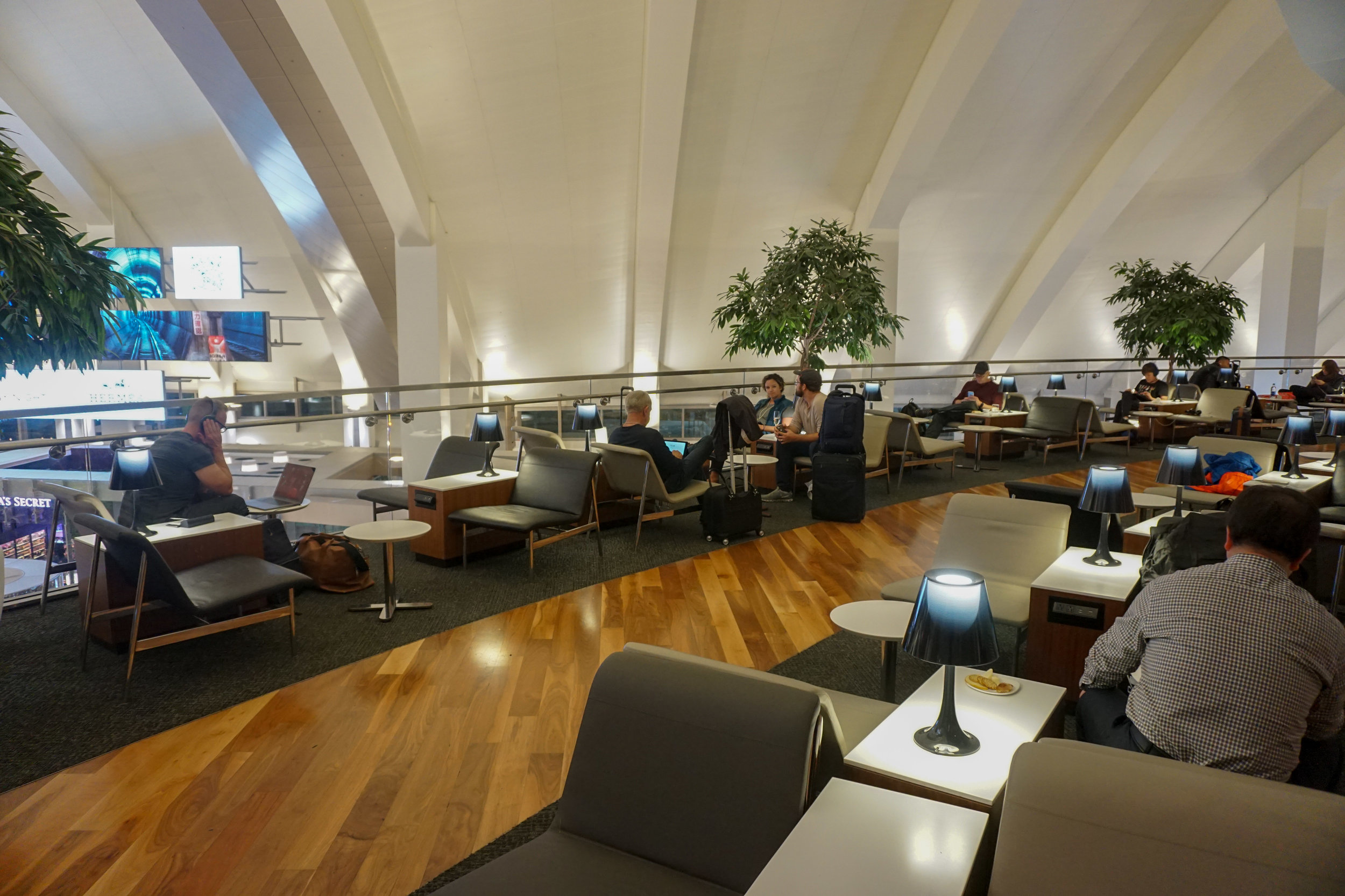 Star Alliance Lounge LAX (2 of 25).jpg