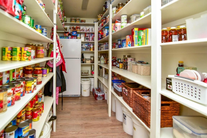 Big Walk-In Pantry can have the opportunity of storing really big items in large quantities if that is your lifestyle or if you have a big family. An almost restaurant style pantry could be most useful in such cases.