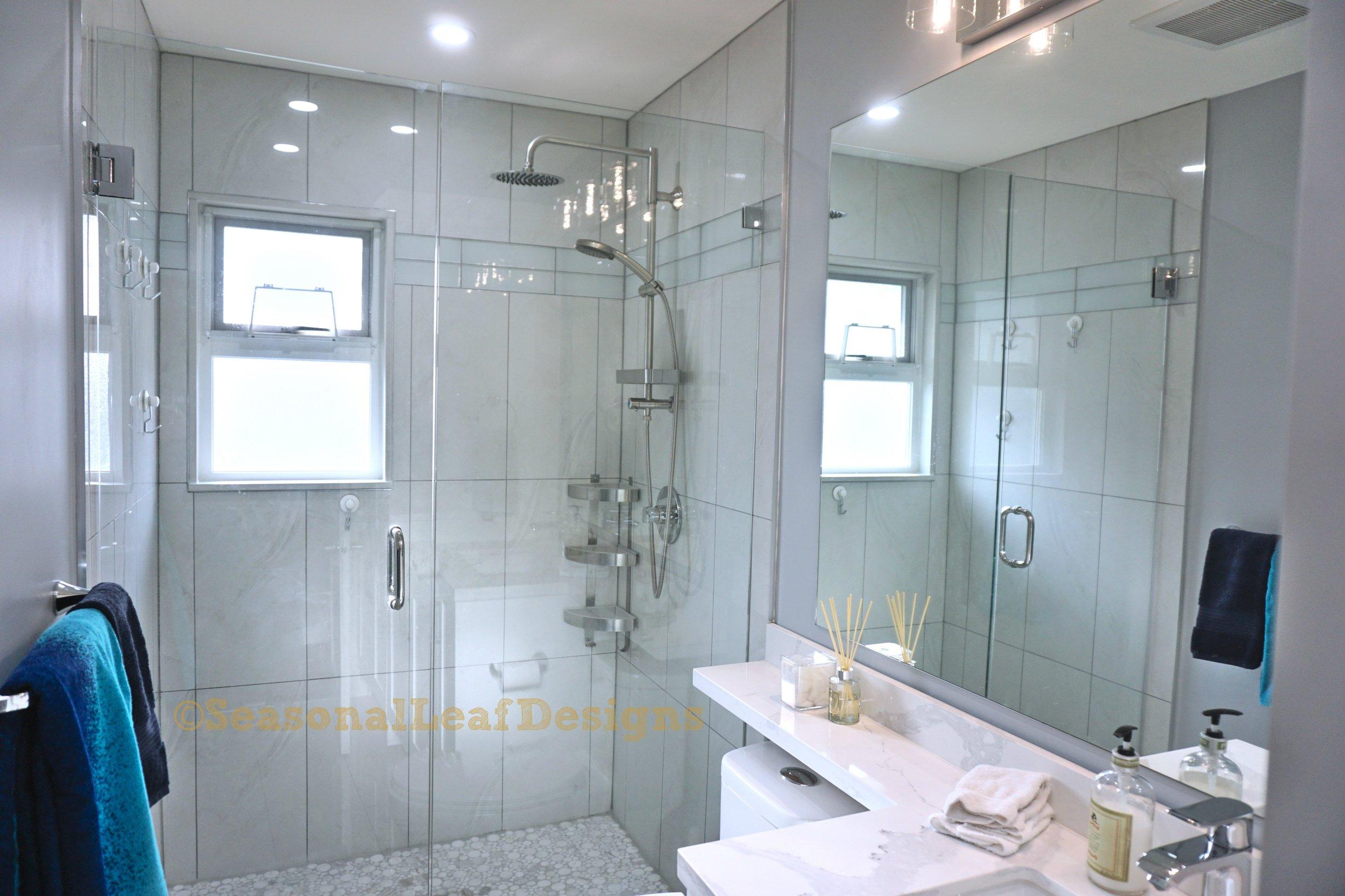 Hall Bath2_.jpg