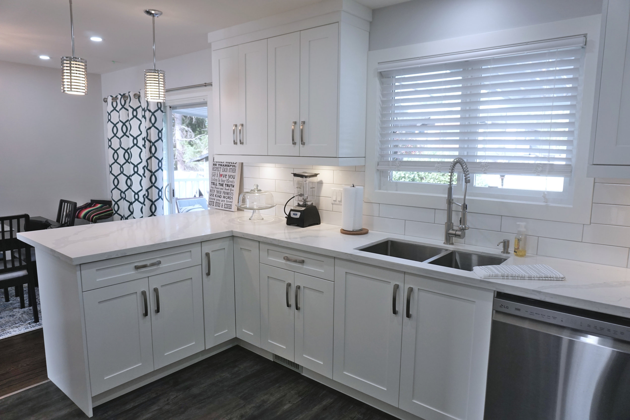 THE KELVIN KITCHEN - WHITE & CHROME