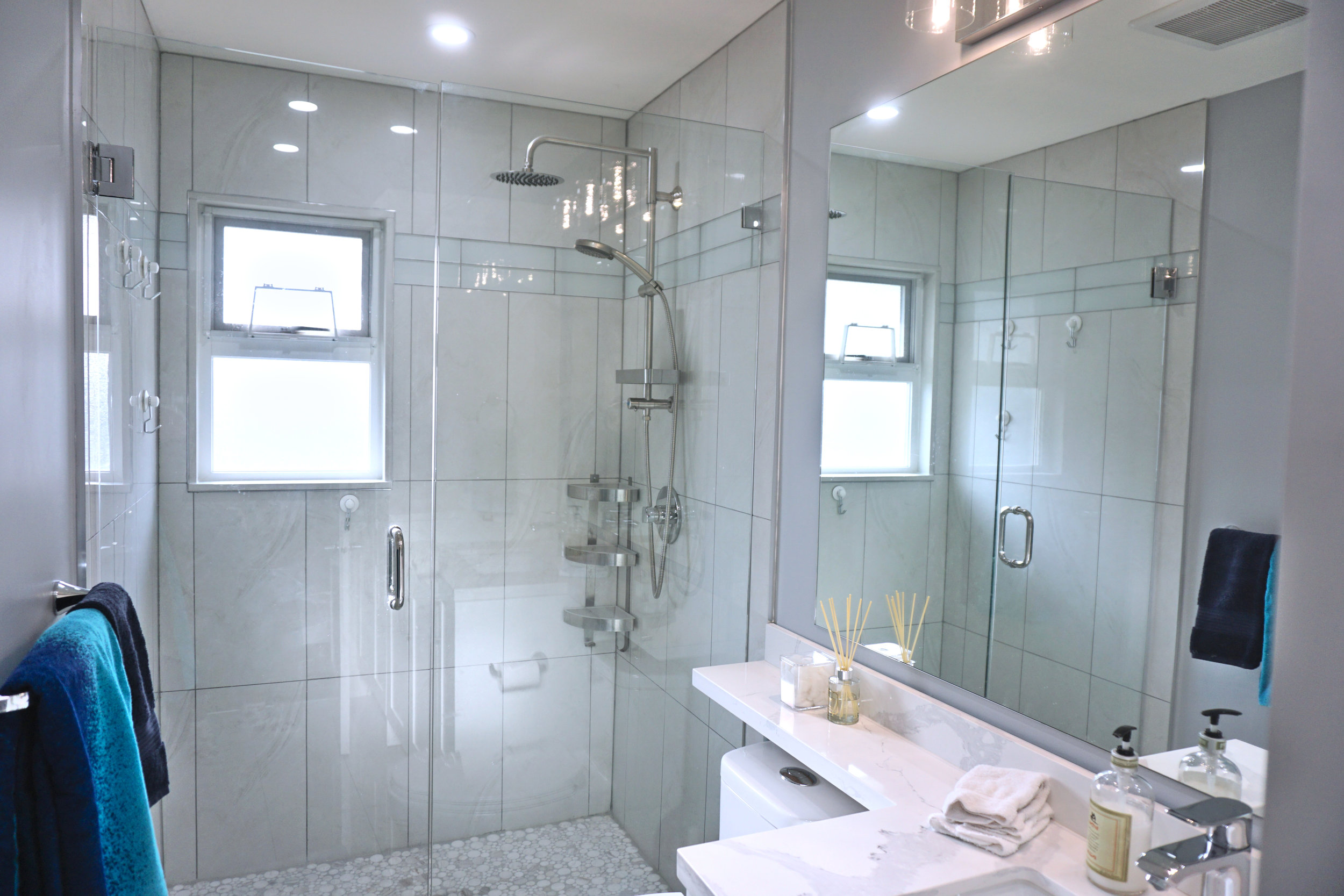THE KELVIN BATH - WHITE-GRAY-CHROME
